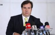 Maia defende atuação de ministro da Saúde no combate à pandemia