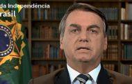 Bolsonaro destaca compromisso com democracia, mas elogia indiretamente ditadura
