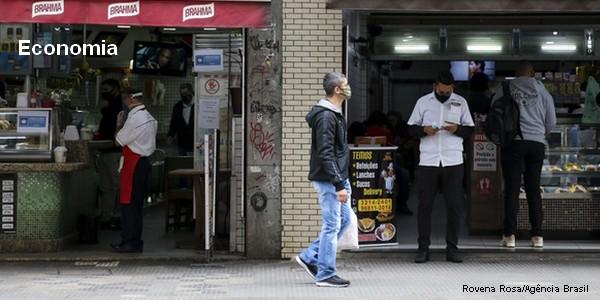 Economista prevê queda do desemprego com aumento da vacinação