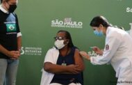 Primeira vacinada do país, enfermeira Mônica Calazans